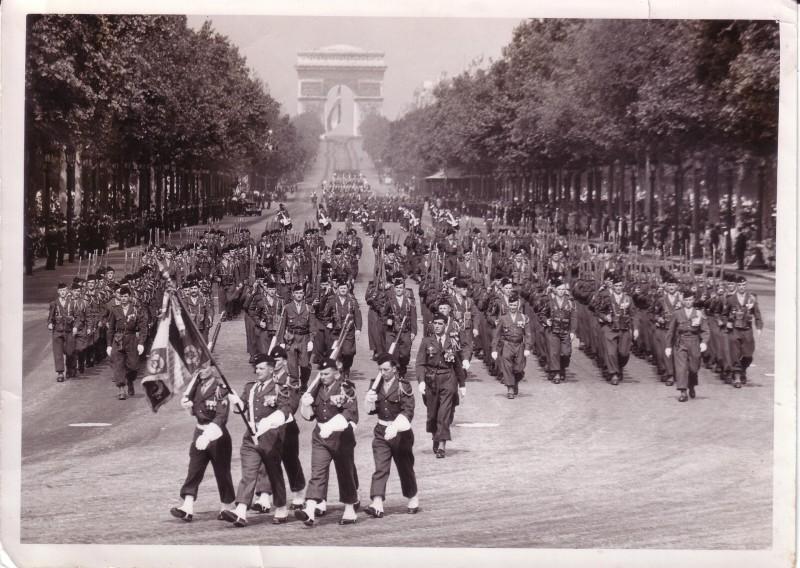 le 1er R.I. défilé du 14 jullet 1955 Champs Elysés