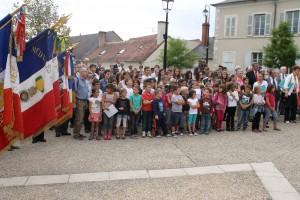 à DUN SUR AURON, les enfants de l'école primaire et du Collège , ont chanté la Marseillaise