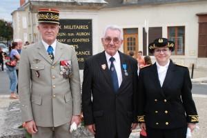 Paul PINTENAT entouré par le Général de Corps d'Armée HOUITTE DE LA CHESNAIS et Madame la Sous Préfète de St Amand Montrond