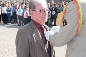 Monsieur JOLIVET décoré par le Colonel BUDAN DE RUSSE